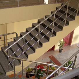 Aluminijumska ograda na unutrasnjem stepenistu