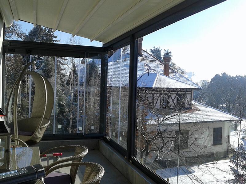 Zastakljivanje magnetnim sistemom terase sa pergolom