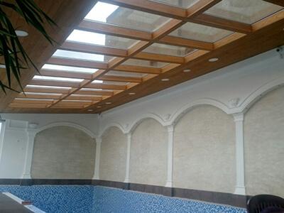 Stakleni krov iznad bazena